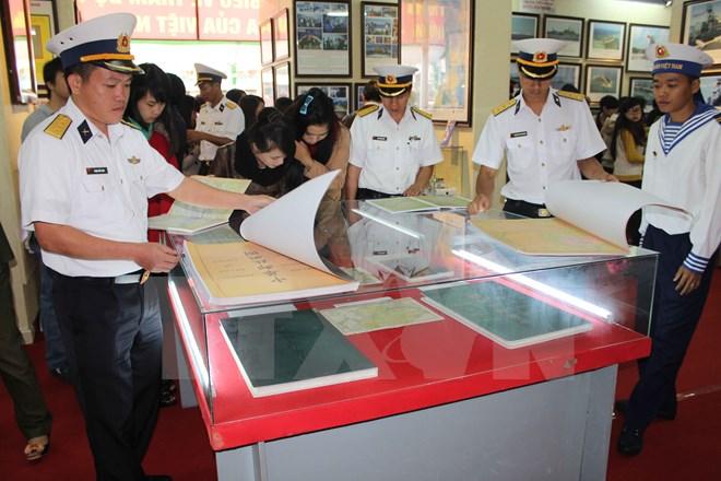 Một buổi Triển lãm bản đồ và trưng bày tư liệu Hoàng Sa, Trường Sa của Việt Nam. (Ảnh minh họa: TTXVN)
